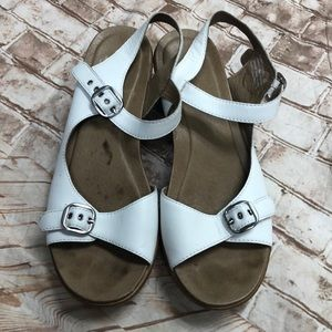 Dansko 40 white leather sandals ankle strap